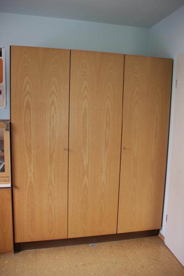 1 6m kleiderschrank 3 t ren echtholz furnier schrank in for Jugendzimmer zu verschenken