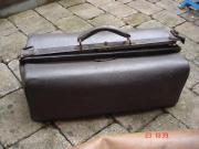 2 alte Arzttaschen