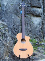 Akustik Bass Bredlove