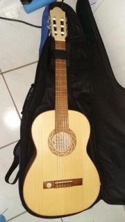 Akustikgitarre mit Tasche