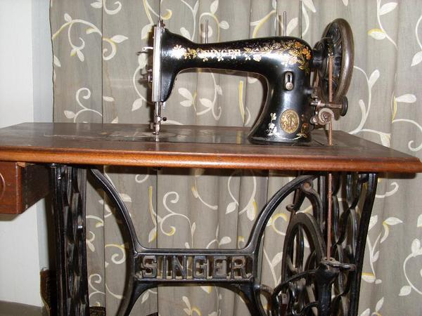 antike singer n hmaschine gut erhaltene antike singer n hmaschine an liebhaber oder sammler. Black Bedroom Furniture Sets. Home Design Ideas
