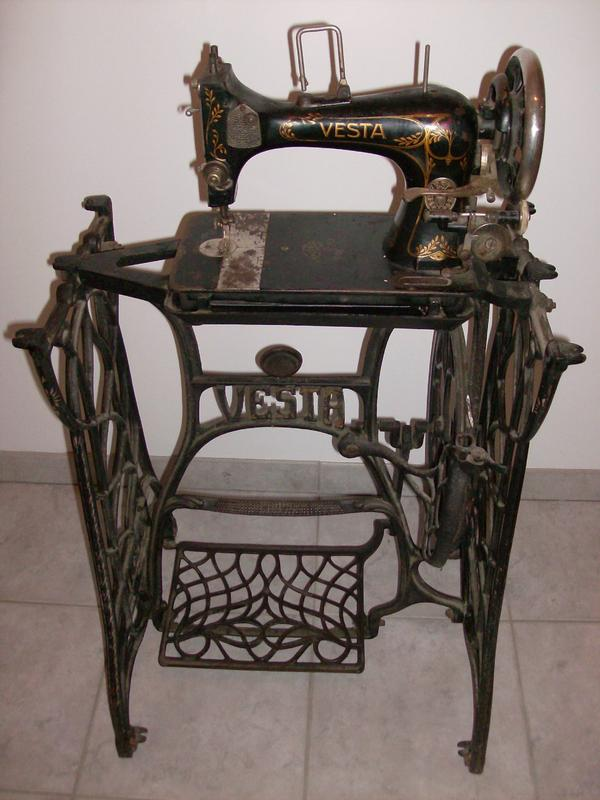 antike vesta n hmaschine ohne holzplatte funktionsf hig gegen abholung. Black Bedroom Furniture Sets. Home Design Ideas