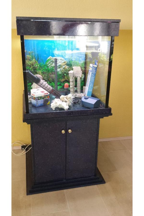 aquarium w rfel 75x75x75 in essen fische aquaristik. Black Bedroom Furniture Sets. Home Design Ideas