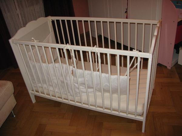 wir verkaufen unser baby und jugendbett das babybett ist in der liegeh he 3 mal verstellbar. Black Bedroom Furniture Sets. Home Design Ideas