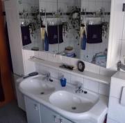 Badezimmermöbel mit Doppelwaschbecken