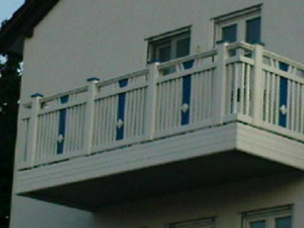 balkongel nder holz pictures to pin on pinterest. Black Bedroom Furniture Sets. Home Design Ideas