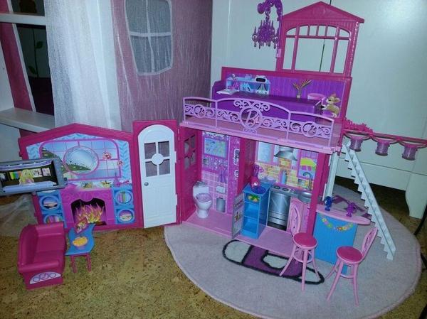 barbie glam haus zusammenklappbar mit zubeh r. Black Bedroom Furniture Sets. Home Design Ideas