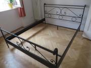 Bett aus massiv