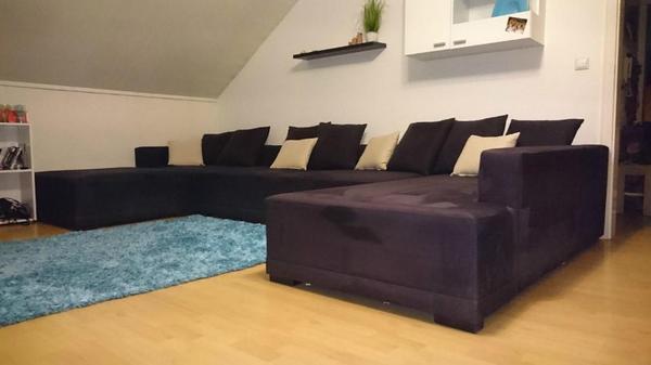 verkaufe ein big sofa wohnlandschaft wegen geplantem umzug sofa ist knapp 1 jahr alt gekauft. Black Bedroom Furniture Sets. Home Design Ideas