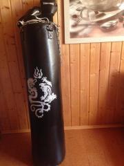Boxsack mit Boxhandschuhe