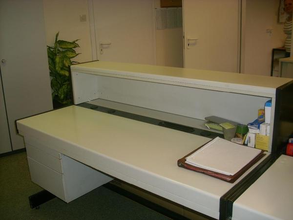 b ro schreibtische mit thekenanbau in n rnberg b rom bel. Black Bedroom Furniture Sets. Home Design Ideas