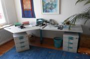 Büromöbel, großer Schreibtisch