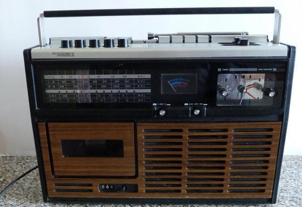 cassettenrecorder mit uhr zu verkaufen bastlerger t in. Black Bedroom Furniture Sets. Home Design Ideas