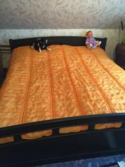 Doppelbett ohne Matratzen