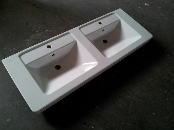 fliesen keramik ziegel doppelwaschbecken villeroy boch. Black Bedroom Furniture Sets. Home Design Ideas