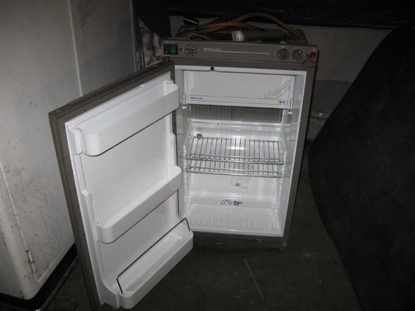 electrolux womo k hlschrank rm 4270 l gas 12v 220v in. Black Bedroom Furniture Sets. Home Design Ideas