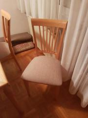Esstisch und Stühle