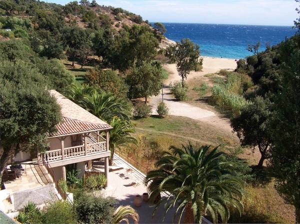 ferienhaus haus villa saint tropez direct am strand. Black Bedroom Furniture Sets. Home Design Ideas