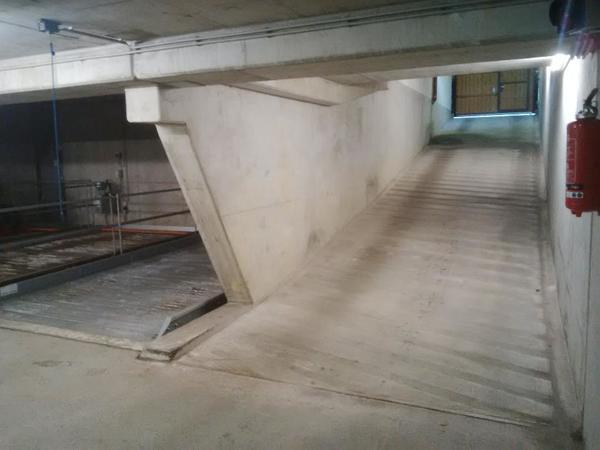 garage in tiefgarage zu vermieten ab sofort in m nchen garagen stellpl tze kaufen und. Black Bedroom Furniture Sets. Home Design Ideas