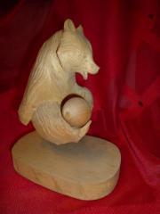 Geschnitzter Holzbär, wunderschöne