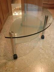 glastisch auf rollen haushalt m bel gebraucht und. Black Bedroom Furniture Sets. Home Design Ideas