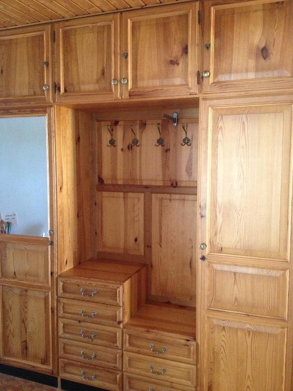 gro er massiver schrank zu verkaufen in abenberg stilm bel bauernm bel kaufen und verkaufen. Black Bedroom Furniture Sets. Home Design Ideas