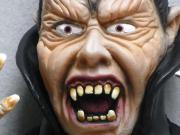 Halloween decor Dracula/Vampire 45cm mit Kordel zum hängen NEU !! Halloween als Deko. Dracula/Vampire zum Aufhängen. *Gesamte Länge mit Kleidung 45cm *Kopf ca 14cm hoch x 9cm breit. *Biegbaren Armen Fingern. (Der ... 15,- D-76829Landau Heute, 18:30 Uhr, L - Halloween decor Dracula/Vampire 45cm mit Kordel zum hängen NEU !! Halloween als Deko. Dracula/Vampire zum Aufhängen. *Gesamte Länge mit Kleidung 45cm *Kopf ca 14cm hoch x 9cm breit. *Biegbaren Armen Fingern. (Der