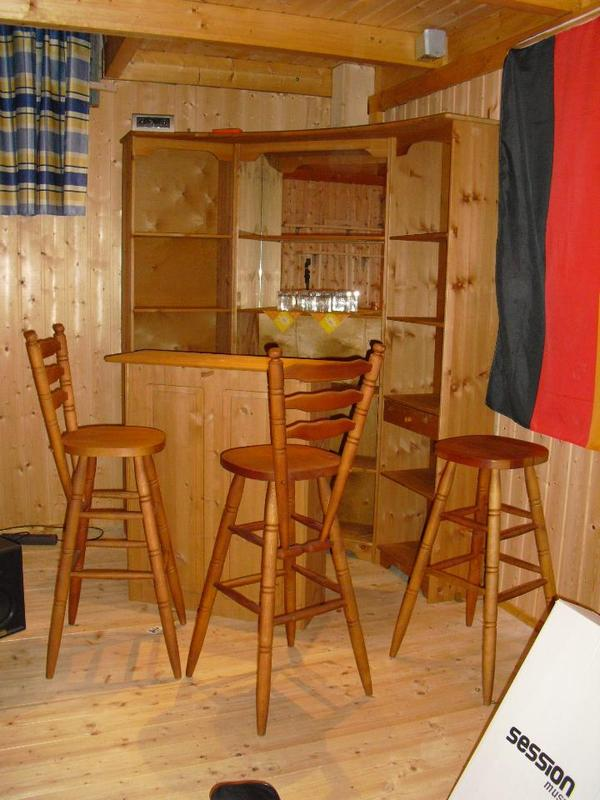 hausbar kellerbar mit barhocker echtholz in oberderdingen garderobe flur keller kaufen. Black Bedroom Furniture Sets. Home Design Ideas