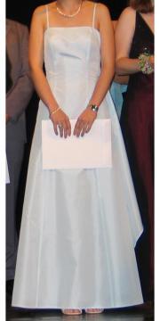Hellblaues Abendkleid von