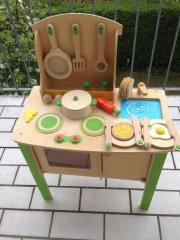 Holzküche mit Zubehör