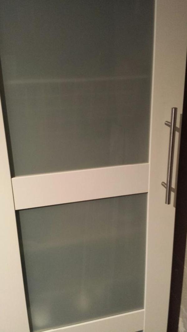 verkaufe einen gebrauchten 50 b x 35 t x 236 cm h gro en wei en pax schrank von ikea mit. Black Bedroom Furniture Sets. Home Design Ideas