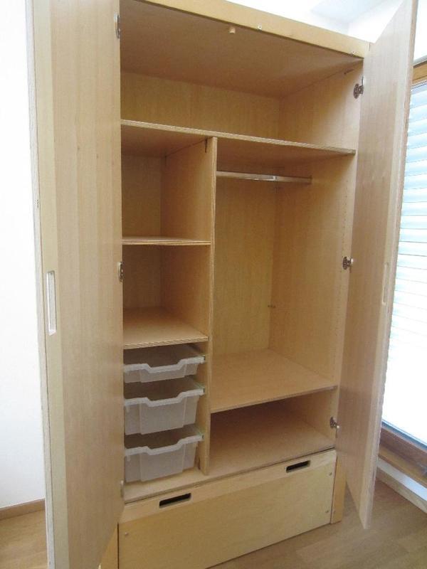 beize und l sungsmittelfreiem lack 205 cm hoch 103 cm breit und 60 cm tief kleiderstange. Black Bedroom Furniture Sets. Home Design Ideas