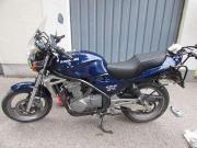 Kawasaki ER-5 Kawasaki, ER-5, 25 kW, 26999 km, Bj. 04/1998, EZ 04/1998, blau, metallic, TÜV 01/2018, AU 01/2018, 1. Hand, Garagenfahrzeug, unfallfrei. Sehr ... 2.200,- D-57072Siegen Seelbach Heute, 22:13 Uhr, Siegen Seelbach - Kawasaki ER-5 Kawasaki, ER-5, 25 kW, 26999 km, Bj. 04/1998, EZ 04/1998, blau, metallic, TÜV 01/2018, AU 01/2018, 1. Hand, Garagenfahrzeug, unfallfrei. Sehr