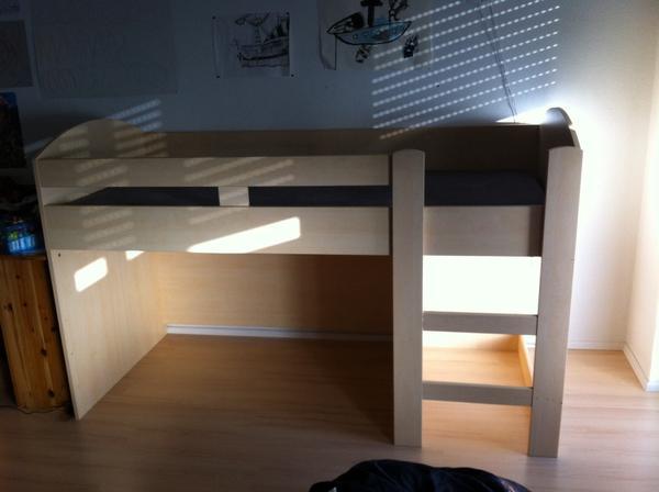 kinderbett halbhoch 90 200 in herxheim betten kaufen und verkaufen ber private kleinanzeigen. Black Bedroom Furniture Sets. Home Design Ideas