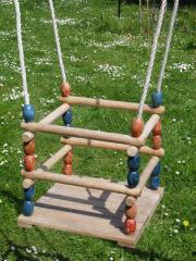 Kinderschaukel aus Holz