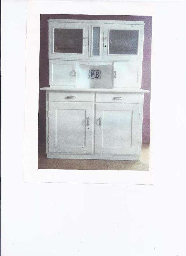 verkaufe wegen neuanschaffung meinen liebevoll restaurierten k chenschrank da er nicht mehr in. Black Bedroom Furniture Sets. Home Design Ideas