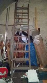 Lange Holzleiter zu