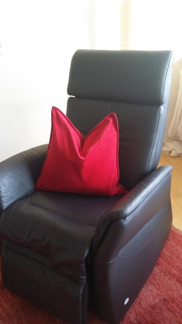leder ruhesessel neuwertig motorisch mit aufstehhilfe in bregenz polster sessel couch. Black Bedroom Furniture Sets. Home Design Ideas