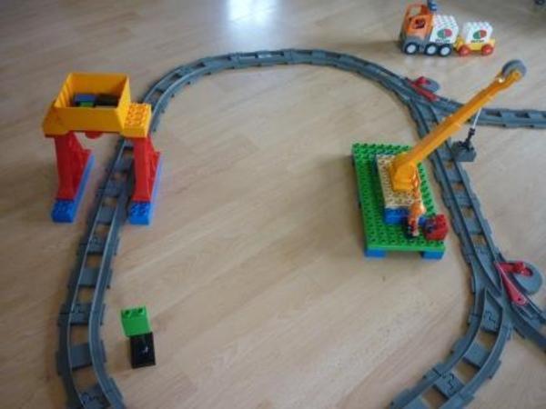 spielzeug lego playmobil lego duplo eisenbahn mit batteriebetrieb. Black Bedroom Furniture Sets. Home Design Ideas
