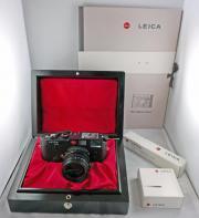 Leica M6 Ein Stück Leica Special Edition 413996 Summilux-M 11.435 ASPH. Leica M6 Ein Stück Leica Sondereditionkamera 413/996 mit Summilux-M 1:1.4/35 ASPH. Beschreibung: Diese Kamera wurde von mir in den späten ... 2.450,- D-17034Neubrandenburg Datzevierte - Leica M6 Ein Stück Leica Special Edition 413996 Summilux-M 11.435 ASPH. Leica M6 Ein Stück Leica Sondereditionkamera 413/996 mit Summilux-M 1:1.4/35 ASPH. Beschreibung: Diese Kamera wurde von mir in den späten