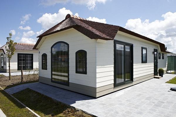 luxus chalet mobilheim mit terrasse in top lage direkt. Black Bedroom Furniture Sets. Home Design Ideas