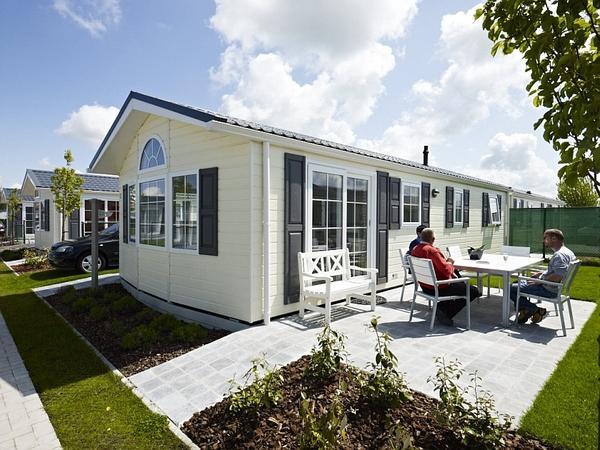 ferienimmobilien ausland luxus chalet mobilheim mit terrasse in top lage direkt an der nordsee. Black Bedroom Furniture Sets. Home Design Ideas