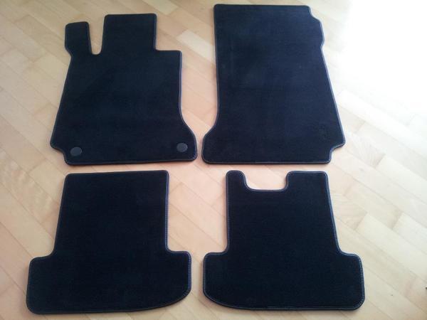 Mercedes Fußmatten-Satz NEU C-Klasse (204) und E-Klasse (207) gebraucht kaufen  85521 Ottobrunn
