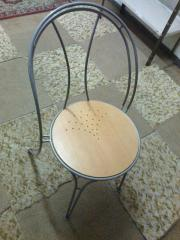 Metallstühle-Holzsitz aus