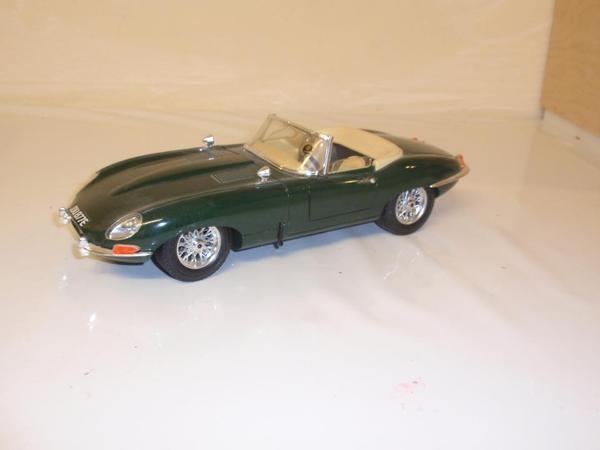 modellauto jaguar e type cabrio gr n 1961 burago 1 18 in n rnberg modellautos kaufen und. Black Bedroom Furniture Sets. Home Design Ideas