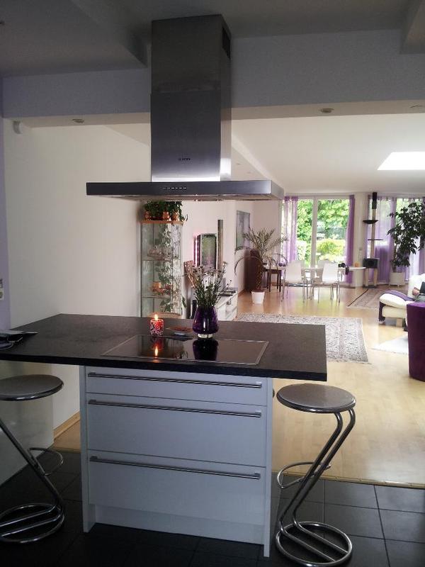 moderne kochinsel in k ln k chenzeilen anbauk chen. Black Bedroom Furniture Sets. Home Design Ideas