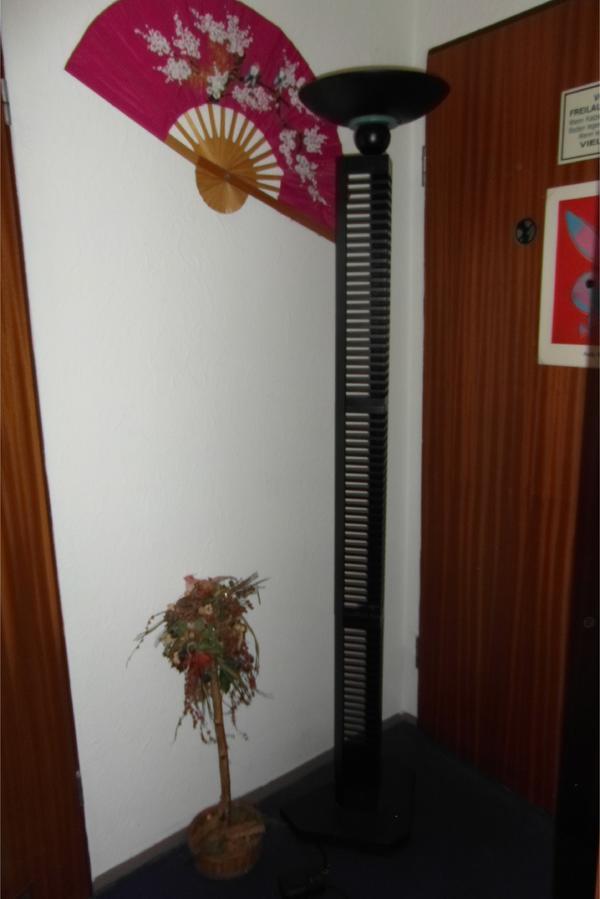 moderner cd dvd st nder mit deckenfluter in f rth lampen. Black Bedroom Furniture Sets. Home Design Ideas