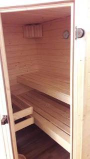 Neuwertige Sauna von