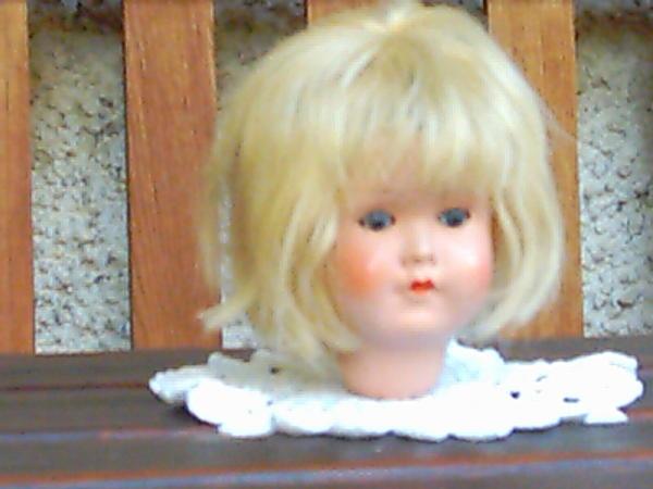 puppenkopf mit blonden haaren in mammendorf spielzeug. Black Bedroom Furniture Sets. Home Design Ideas
