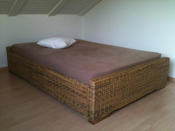 rattanbett 140x200 inkl lattenrost wegen umzug zu. Black Bedroom Furniture Sets. Home Design Ideas